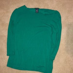 A cute bluish green 3/4 length shirt!